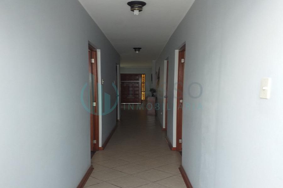 venta, San Martín de Porras, Urb. Villa Universitaria, piso 1, vista a calle, edificio de 4 pisos, 1 departamento por piso, cerca de avenidas Universitaria y Antúnez de Mayolo, cochera, 3 dormitorios, baño propio, patio
