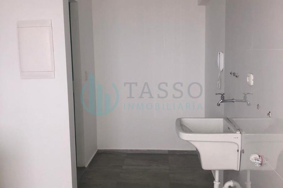 Departamento en venta en San Miguel, Malecón Bertoloto, 3 dormitorios, 2.5 baños, uno incorporado, balcón, vista al mar, una cochera.