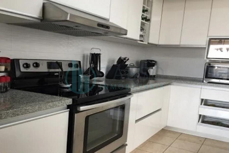 Departamento Santiago de Surco, 3 dormitorios, 2.5 baños, 2 estacionamientos., flat, vista calle, baño visita, baño incorporado, walk in  closet
