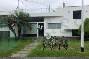 Condominio Sol y Mar, fila 10, 4 dormitorios, 3 baños incorporados, terraza, piscina, bbq, 2 cocheras, 2 pisos mas terraza.